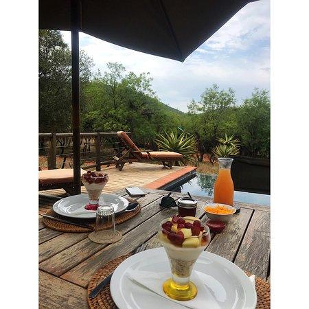Boshoek, South Africa: Breakfast on the deck