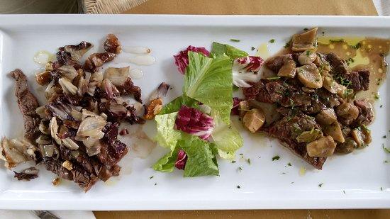 """Gualdo, Italy: La tagliata """"doppia"""": ai funghi (a destra) e al radicchio miele e noci (a sinistra)"""