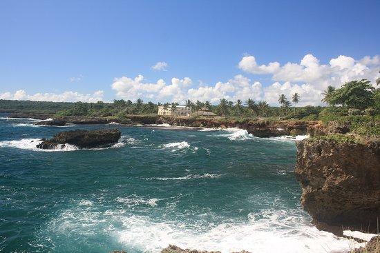 Boca de Yuma, Доминикана: schöne Klippenküste