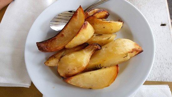 Gualdo, Italy: Le patate arrosto