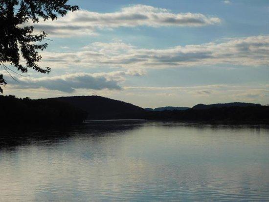 Mazomanie, WI: River