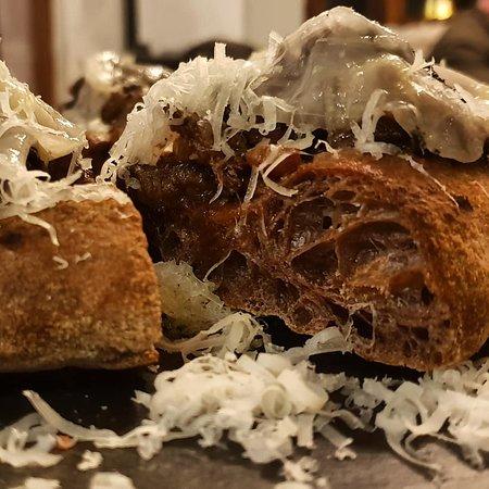 Radicondoli, Italia: Pizza con cinghiale