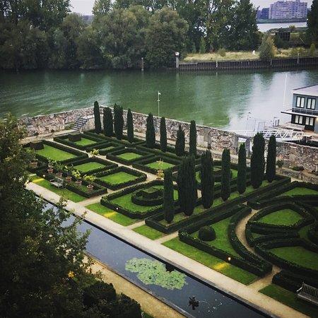 Villa Augustus: part of the garden from room