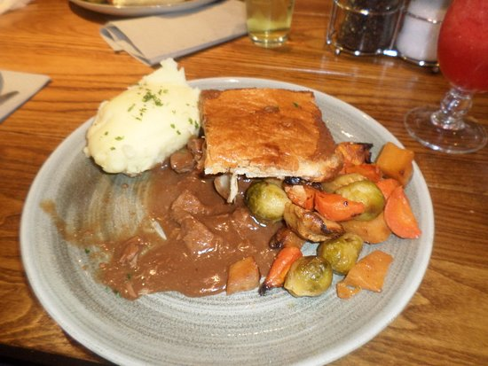 Kilsyth, UK: Steak pie with mashed potatoes.