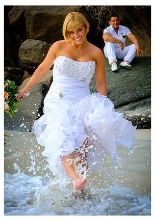 אנסה לואי, סיישל: Beach wedding in Seychelles. Creative photography after the wedding. Anett&Imi's wedding by code of joy