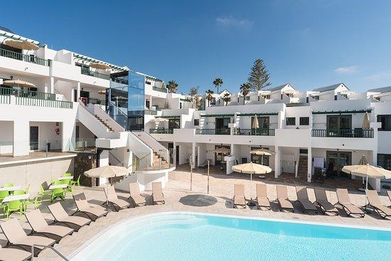 Apartamentos Villa Canaima: Villa Canaima swimming pool and pool view apts
