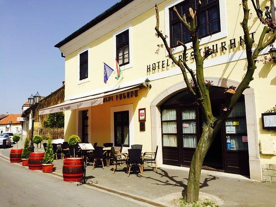 Toldi Inn