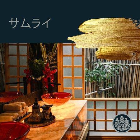 ¿Sabías que los baños en Samurai tienen vista a nuestro jardín japonés? Estos surgen a través de la historia, por la necesidad cultural del pueblo japonés de estar en contacto con la naturaleza.  El jardín japonés transmite paz espiritual en su contemplación.