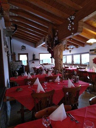 Collina, إيطاليا: la saletta per i pasti 