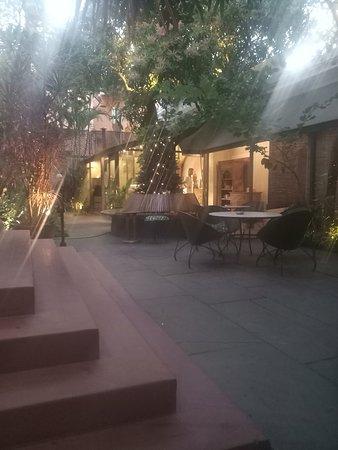 La maison rose pondich ry avis sur le restaurant num ro de t l phone photos tripadvisor - Eugenie les bains la maison rose ...