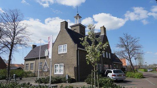 Sint Annaland, Hollanda: De voorkant van ons museum. Volop parkeergelegenheid.