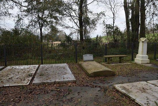 White Castle, LA: backyard graveyard