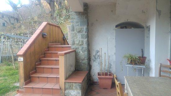 Bagnone, Italy: bellissima scala di accesso