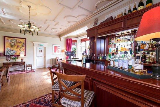 Pine Trees Hotel: Bar Area