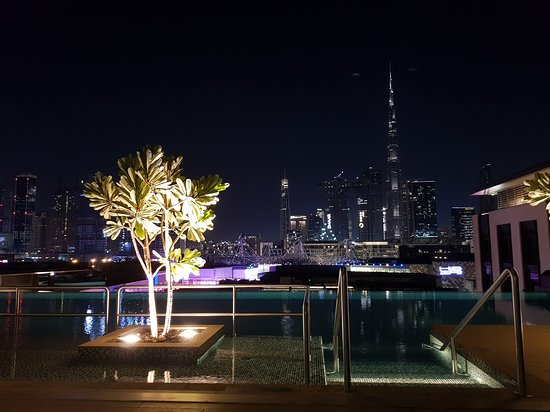 La Ville Hotel & Suites CITY WALK, Dubai, Autograph Collection: Lookup rooftop bar