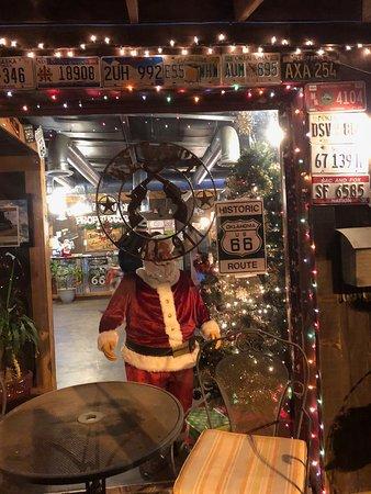 Davenport, OK: Funky front door, Santa greets
