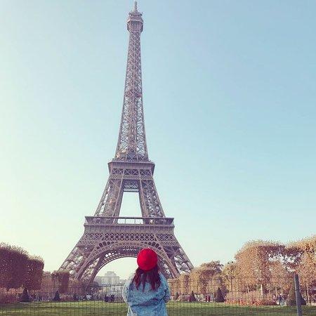 Torre Eiffel/Invalides: Não tem como ir a Paris e deixar de ir ver e subir na torre, uma das coisas mais lindas que já pude ver na vida.