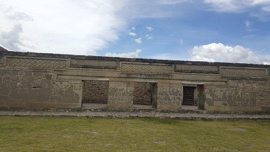 San Pablo Villa de Mitla, México: Miles de piedras  perfectamente cortadas y unidas sin cemento