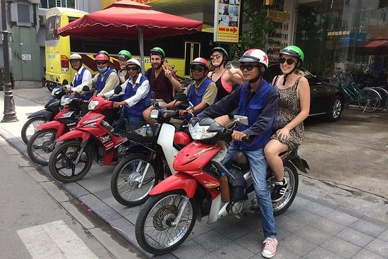 Hue Flavor Street Food Tour by Cyclo or Motorbike with Driver: Hue Street Food Tour
