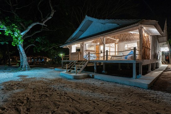 Taliwang, Indonesien: The beach house by night