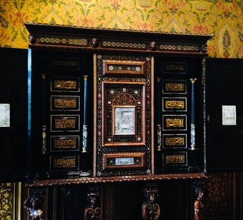Chateau de Chenonceau - Cupboard