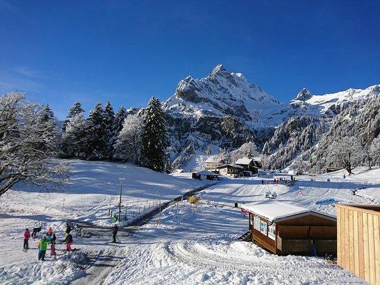 Braunwald, สวิตเซอร์แลนด์: Skischule für Kinder gleich neben dem Hotel