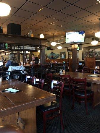 McMenamins Mill Creek: Restaurant interior