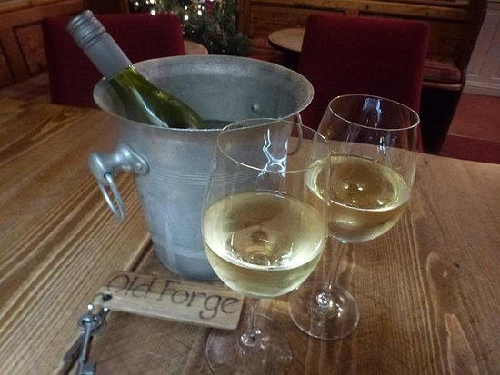 The Hostelrie at Goodrich Restaurant: Great food and wine!