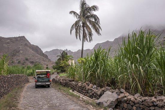 """الرأس الأخضر: Viajando en """"aluguer"""" taxi rural, por la isla de Santo Antao en Cabo Verde"""