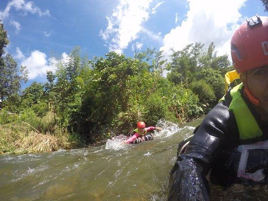 Actividad de Canyoning y Tubing en San Carlos.