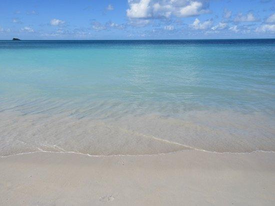 Dickenson Bay: the beach at 10:00 am.