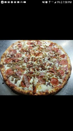 Ahoskie, NC: Family size meat lovers pizza