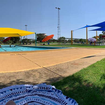 Deniliquin, Австралия: Fantastic staff. Clean facilities. 3 pools for different ages and abilities and the splash park!