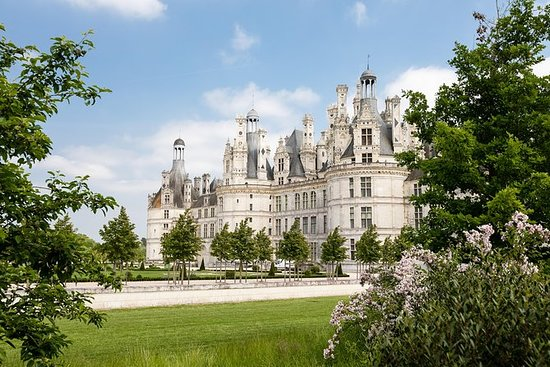 Loire Valley Castles and wine for a...