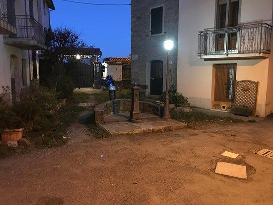 Vidiciatico, Italy: fontana fuori porta hotel
