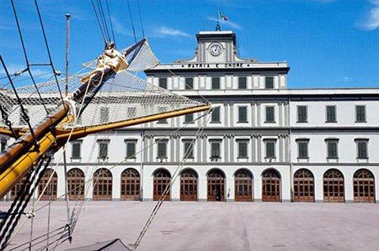 Palazzo dell'Accademia Navale: המכללה הימית