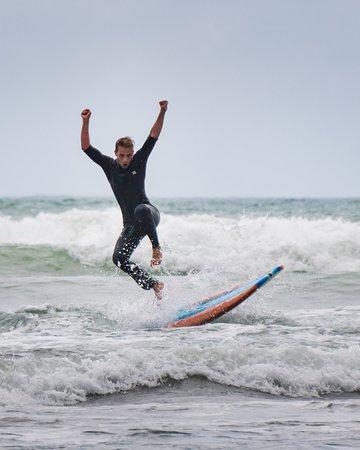 Piha Surf School: Surfen am Strand von Piha