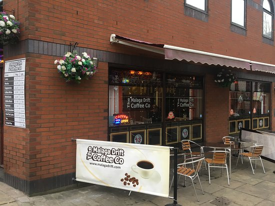 Eccles, UK: Outside seating