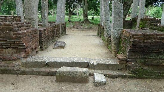 Ramba Viharaya: An entrance way