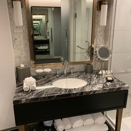 LondonHouse Chicago, Curio Collection by Hilton Photo
