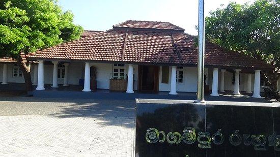 Hambantota, Sri Lanka: Majestic old Kachcheri building