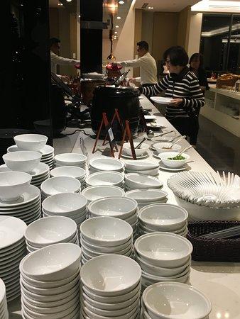 Hilton Garden Inn Puchong: buffet breakfast