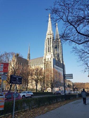 Votivkirche: снаружи