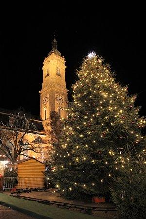 Der Turm mit Weihnachtsbaum