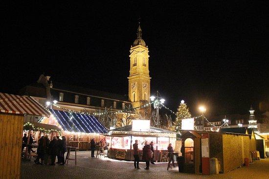 Weihnachtsmarkt und Turm
