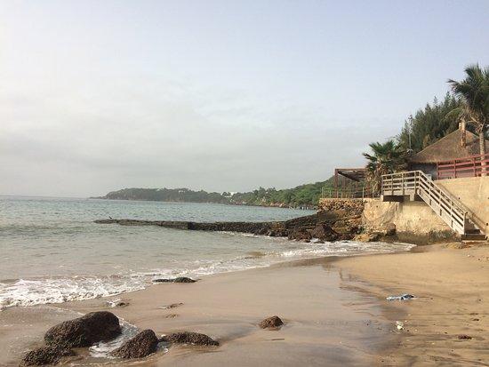 Pullman Dakar Teranga: Small (rather dirty) beach off pool area