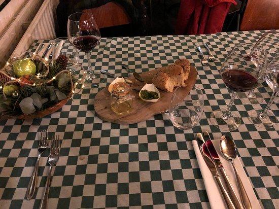 Mantinge, Нидерланды: Voorafje in het restaurant, heerlijk vers breekbrood.