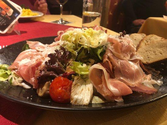 Zum Lustigen Hirsch: Südtiroler Salatteller