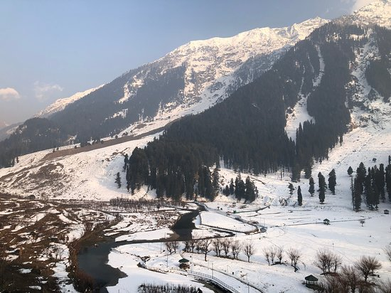 Colourful Indian Holidays: Betaab valley