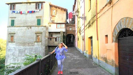 Старинный город в Италии Коркьяно (итал. Corchiano), недалеко от Рима..